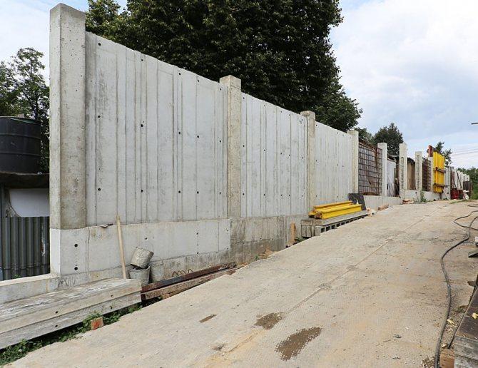 Строительство монолитного забора из бетона
