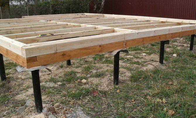 Свайный фундамент с ростверком из деревянного бруса