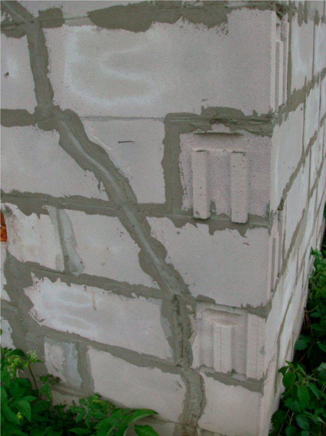 Трещины газобетонных блоков