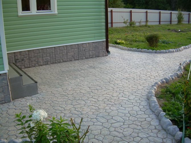 Тротуарная плитка перед домом