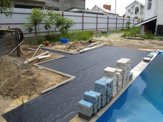 Укладка плитки на подложку при близко подходящих грунтовых водах
