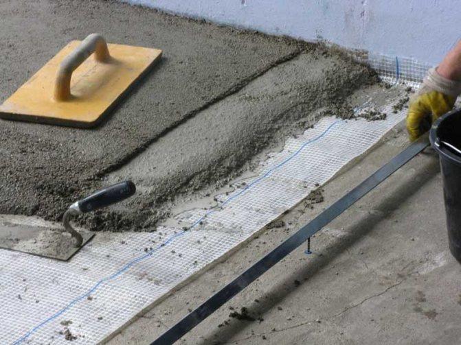 Укладка плитки на полусухую стяжку пола