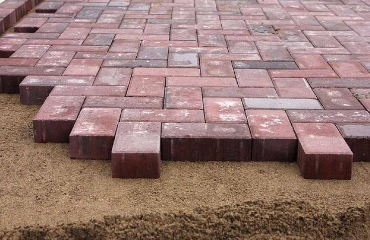 укладка тротуарной плитки на песок
