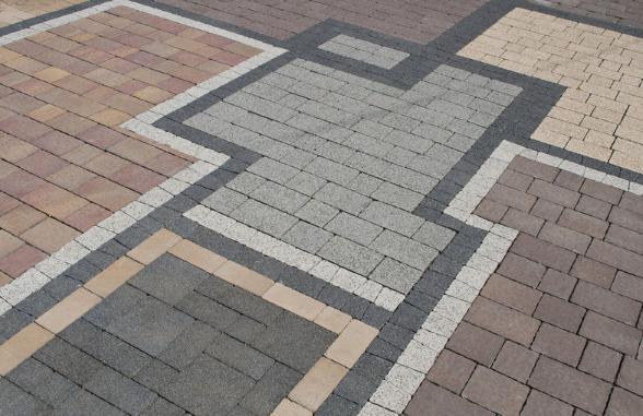 уложенная на бетон тротуарная плитки