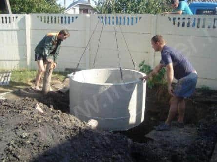 Установка бетонных колец