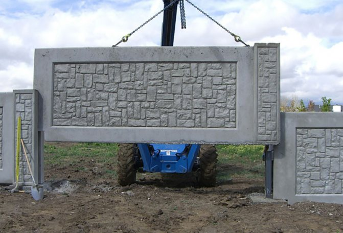 Установка секции бетонного забора