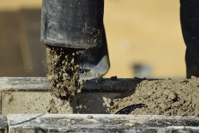 Увеличить плотность бетона можно разными способами