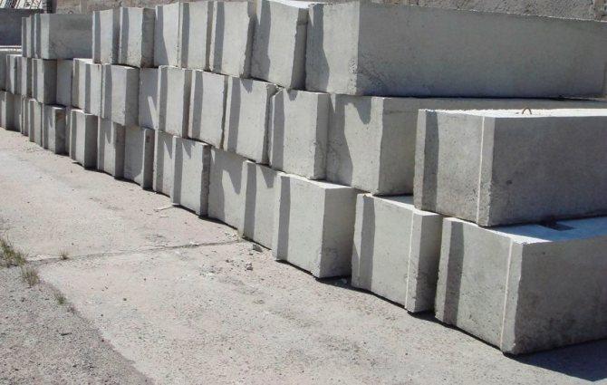 В качестве основного материала для изготовления блоков ФБС используют бетон класса прочности от В7,5 до В15
