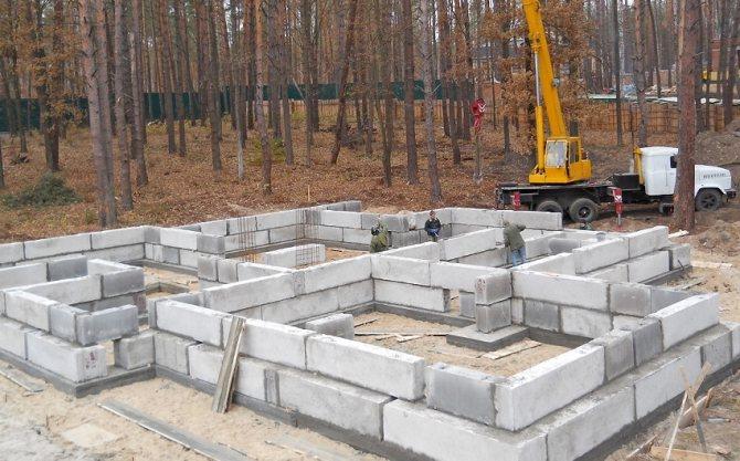 В связи с большим весом блоков, монтажные работы потребуют привлечения специальной техники
