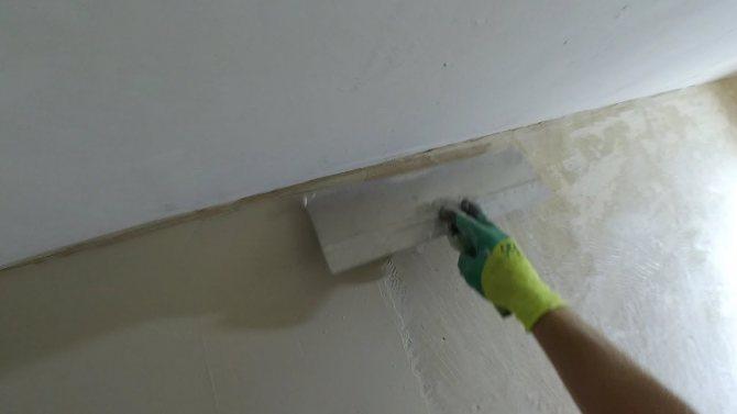 вариант использования шпаклевки стен под обои в отделке дома