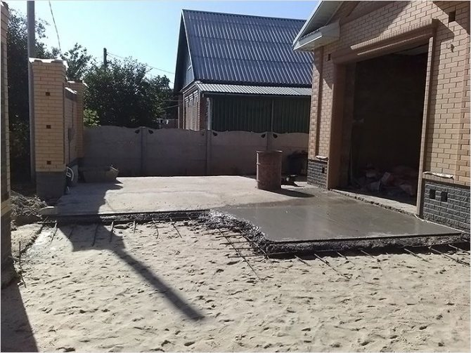 возведение отмостки возле гаража