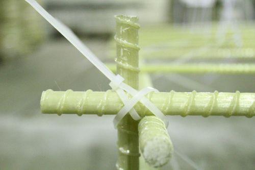 вязка композитной арматуры хомутами