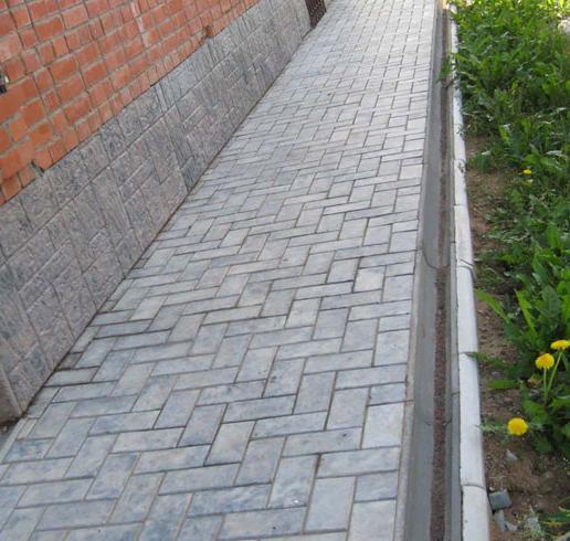 выполнение отмостки из тротуарной плитки