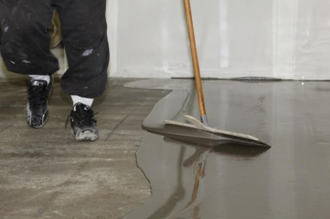 Выравнивание пола самовыравнивающейся смесью: стяжка и время высыхания наливного, лучше гипсовый и цементный
