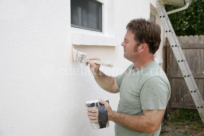 Заключительный этап - покраска оштукатуренной стены