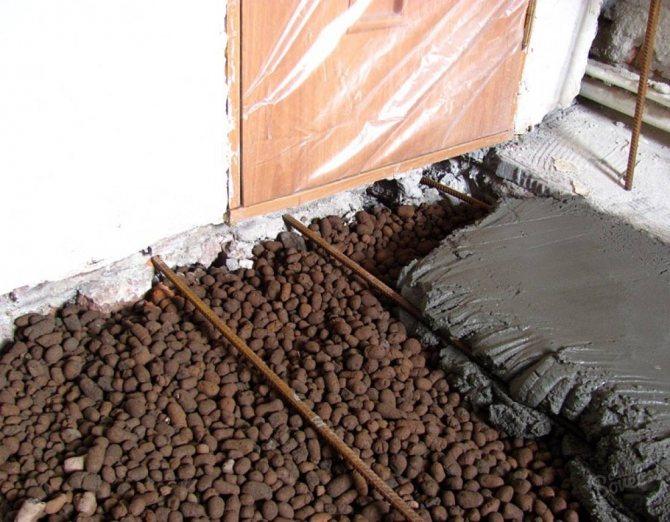 Заливаем бетоном пол