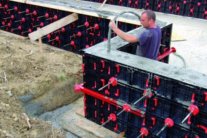 Заливка бетона в пластиковую опалубку