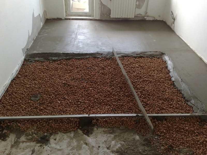 заливка бетонного пола с упрочненным верхним слоем в квартире