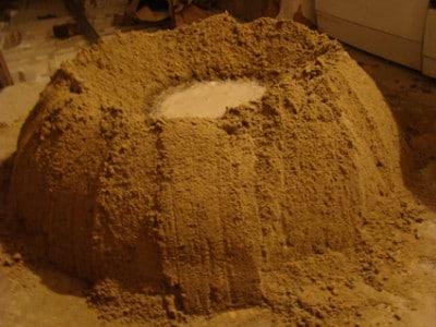 Замешивание цементно-песчаного раствора на полу